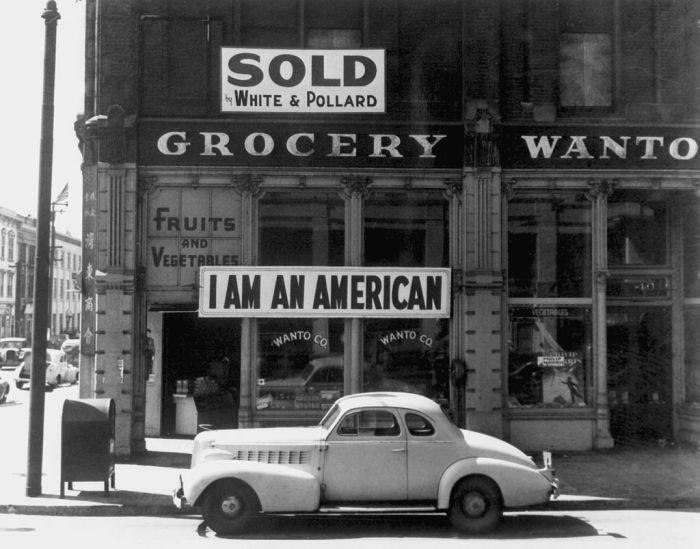 JapaneseAmericanGrocer1942_Public Domain