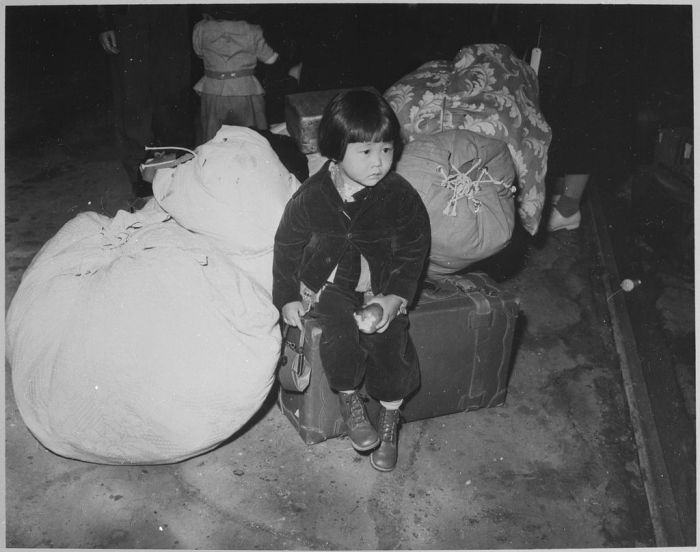Young evacuee_Wikipedia_Library of Congress_3Oct14